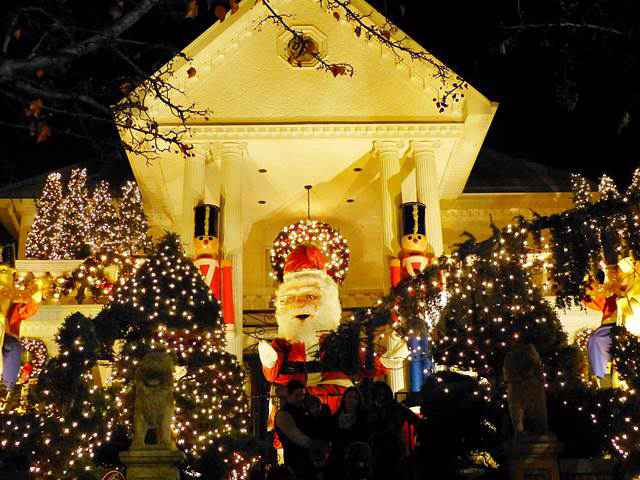 dyker-heights-christmas (29)