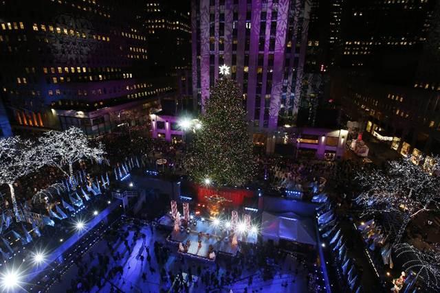 ロックフェラーセンター クリスマスツリーライトアップ petite new york