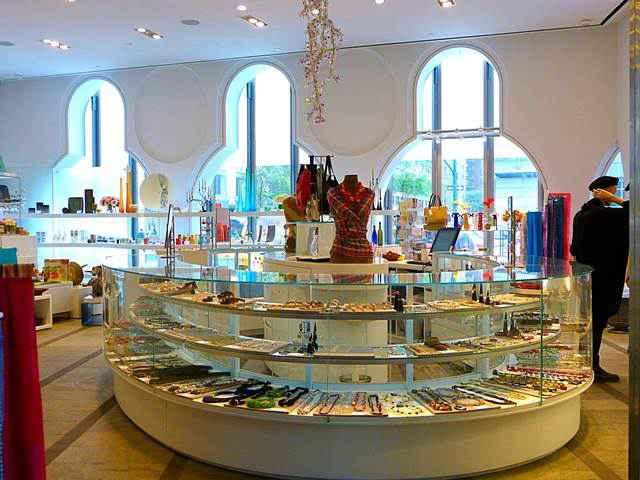 Museum Of Arts And Design New York : Museum of arts and design 素敵なインテリアグッズがいっぱいのアートデザイン美術館
