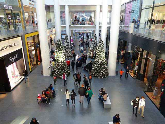 BrookFieldPlaceChristmas   (3)