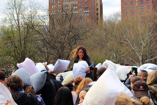 Pillow Fight Day NYC (2)