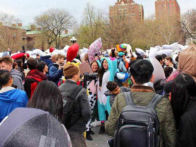 Pillow Fight Day NYC (7)