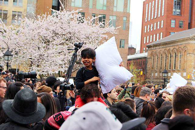 Pillow Fight Day NYC (9)