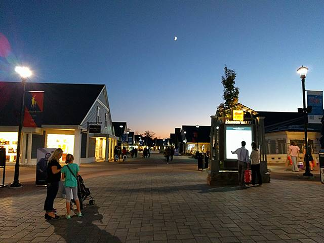 woodbury-common-outlet-1