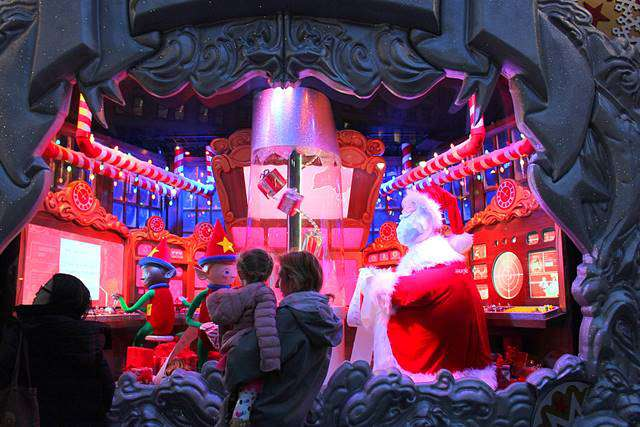 macys-christmas-holiday-window-12