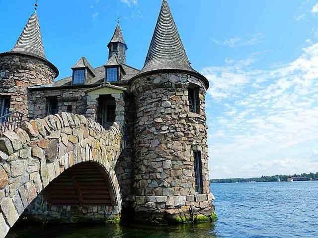 Boldt Castle on Heart Island (13)