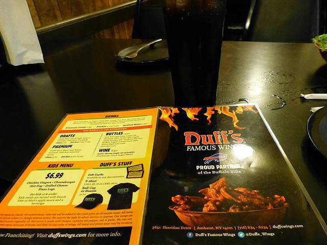Duff's Famous Wings (3)