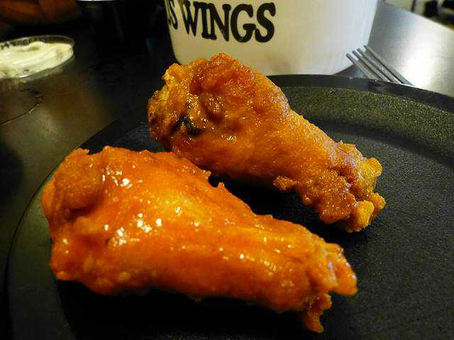 Duff's Famous Wings (5)