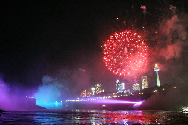 Niagara Falls Hornblower Fireworks (1)