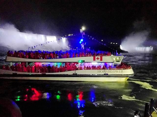 Niagara Falls Hornblower Fireworks (10)