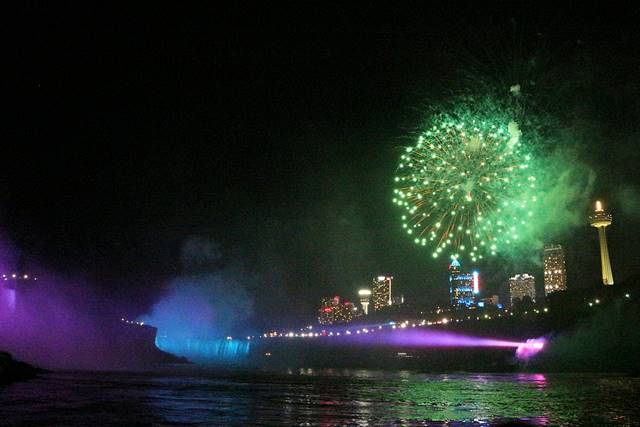 Niagara Falls Hornblower Fireworks (2)
