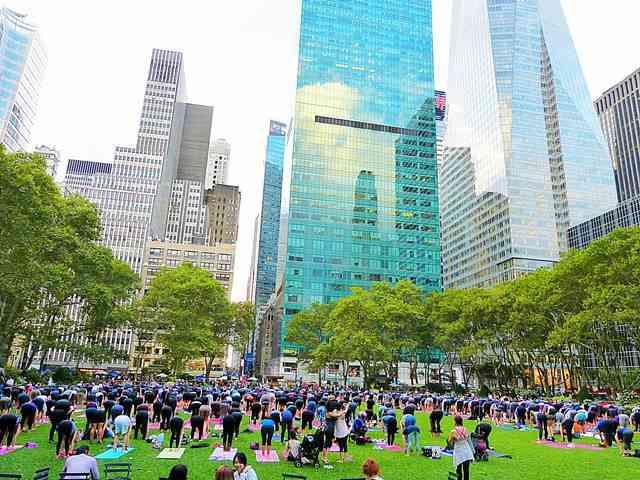 Bryant Park Yoga (1)