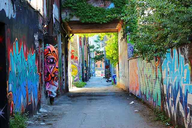 Graffiti Alley Toronto (1)
