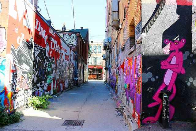Graffiti Alley Toronto (4)