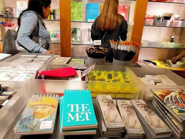 MET Gift Shop (16)