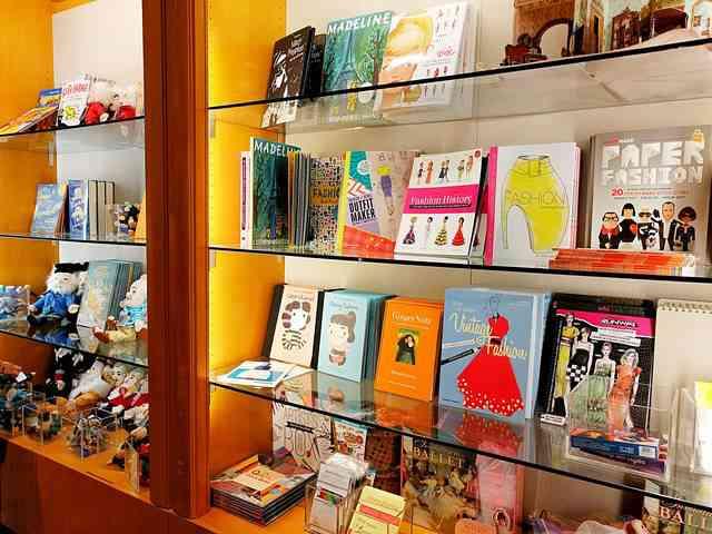 MET Gift Shop (18)