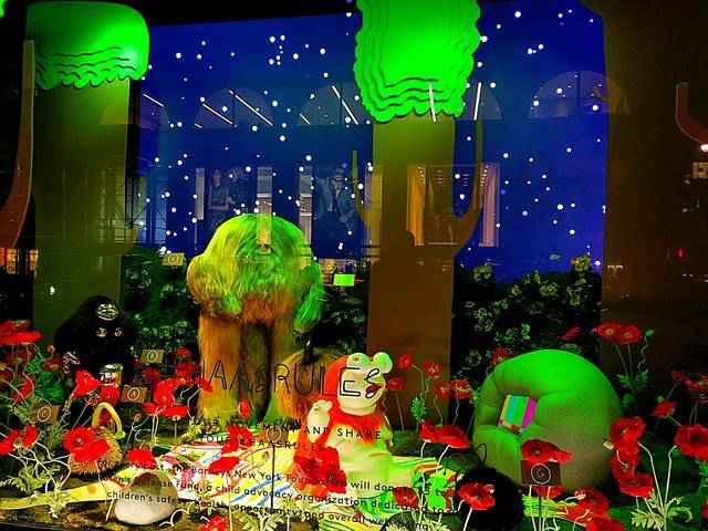 Barneys New York Holiday Window (7)