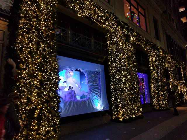 Lord & Taylor Holiday Window (9)