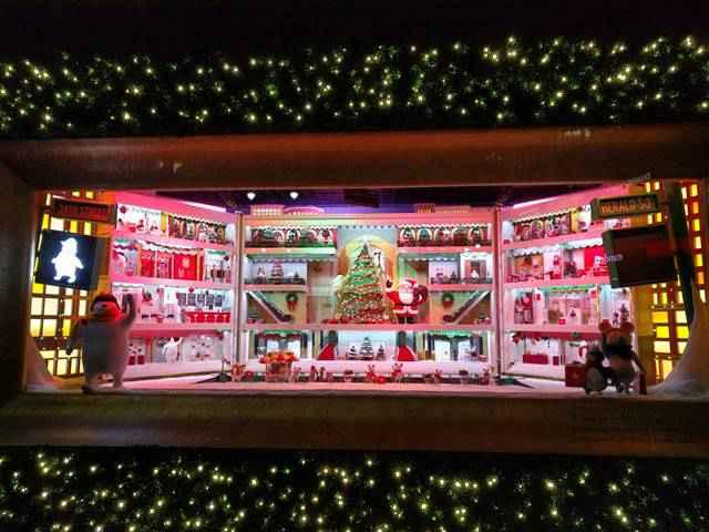 Macy's NYC Holiday Window (3)