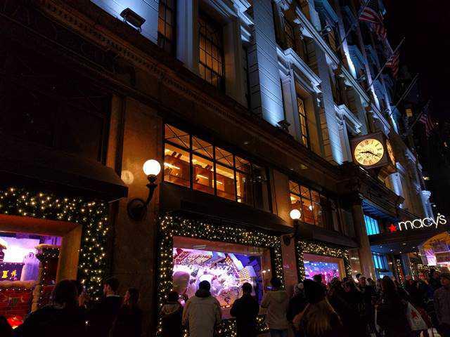 Macy's NYC Holiday Window (7)