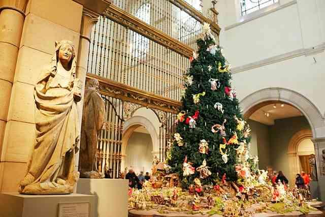 MET Christmas Tree (1)