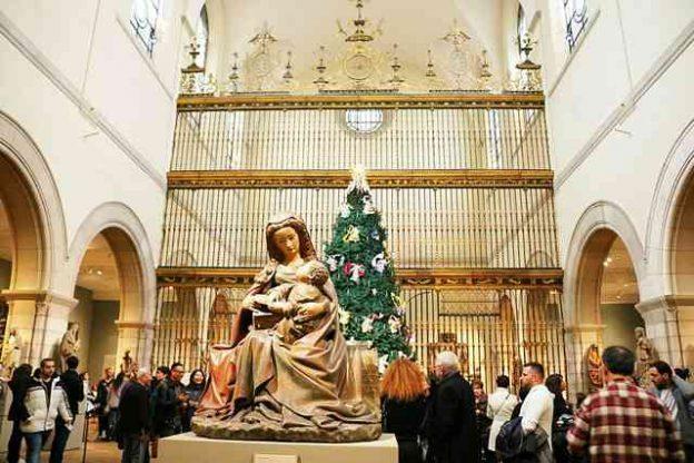MET Christmas Tree (4)