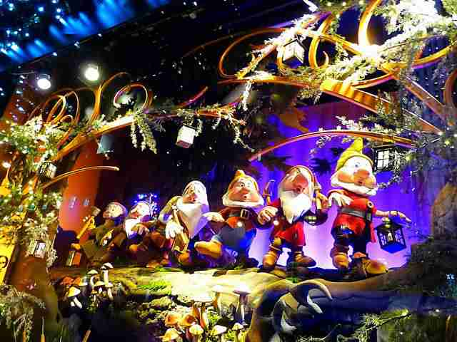 Saks Fifth Avenue Holiday Windows (6)