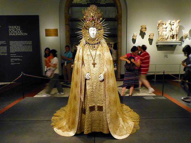 MET Catholic Fashion (2)