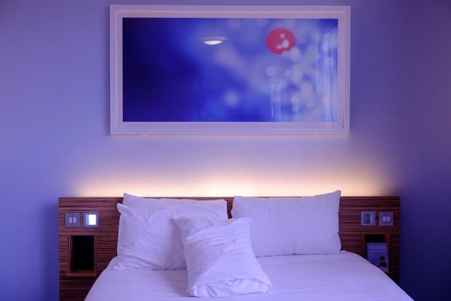 hotel-bedroom-image