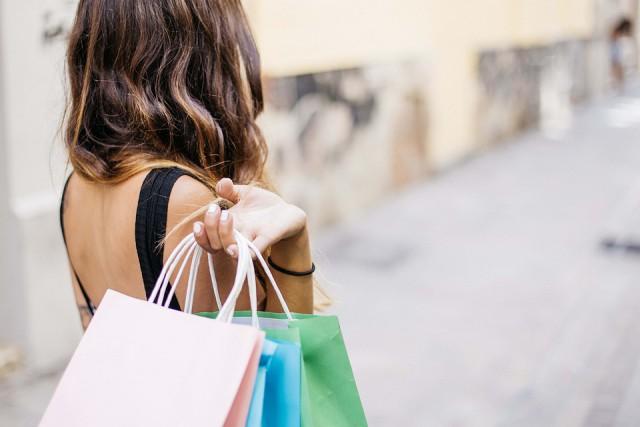 woman-shopping-image