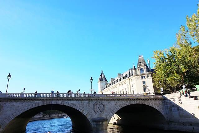 Bateaux Parisiens Seine River Cruise (29)