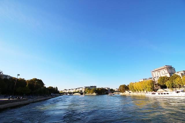Bateaux Parisiens Seine River Cruise (34)