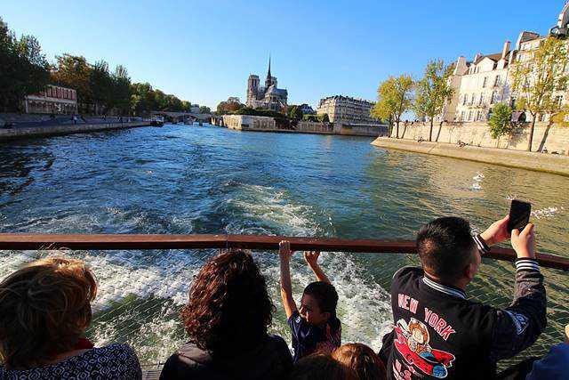 Bateaux Parisiens Seine River Cruise (9)