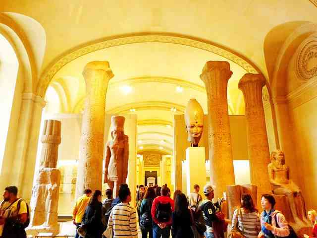 Louvre Museum (12)