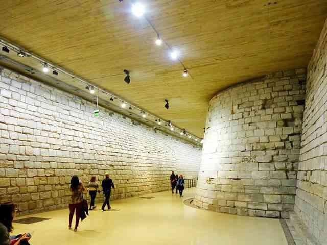 Louvre Museum (37)