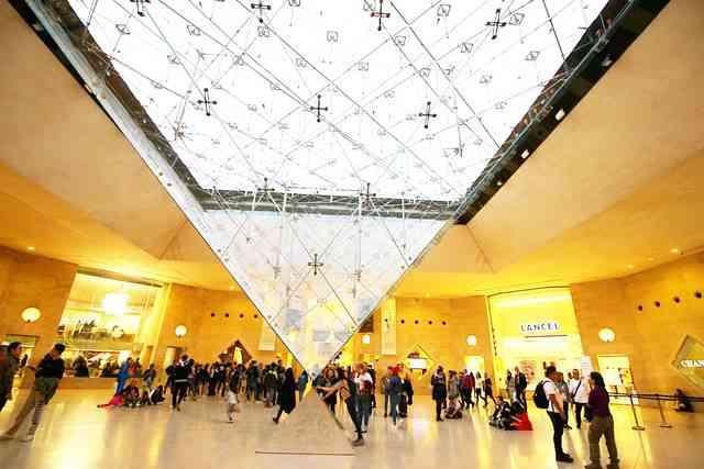 Louvre Museum (79)