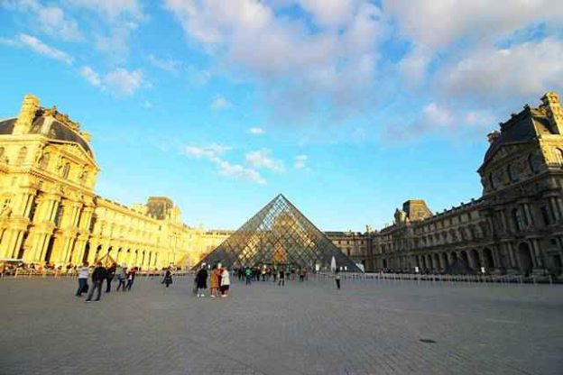 Louvre Museum (81)