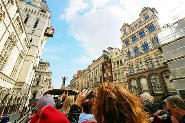 Hop-On-Hop-Off Bus Tour London (1)