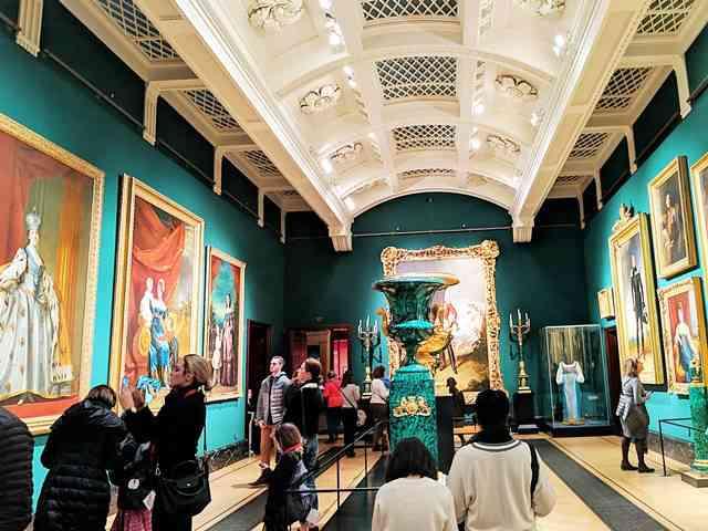 The Queen's Gallery (1)