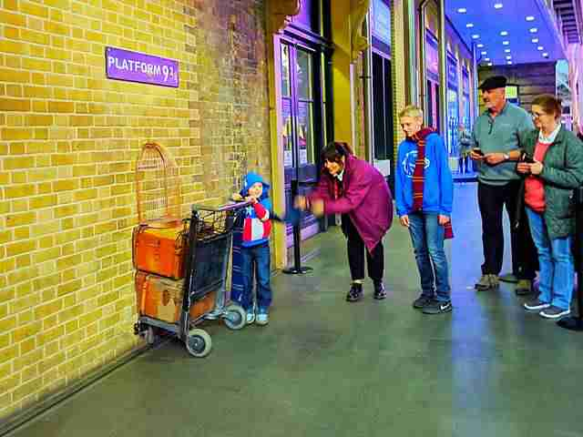 Harry Potter London Platform King's Cross Station (10)