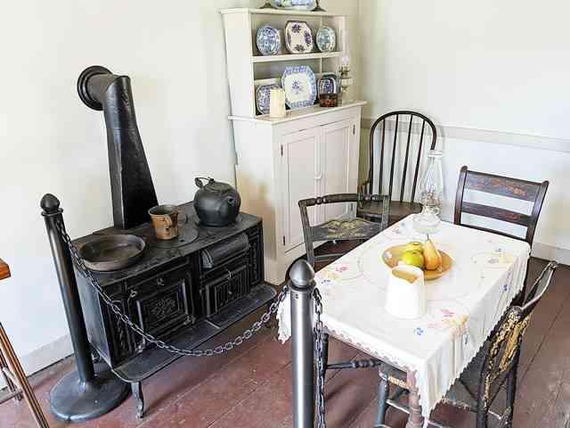 The Edgar Allan Poe Cottage (11)