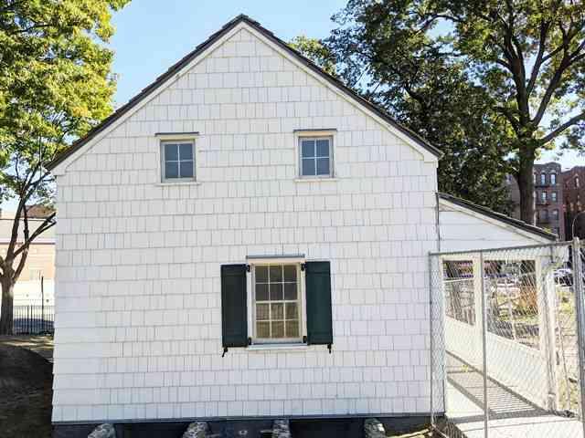 The Edgar Allan Poe Cottage (13)