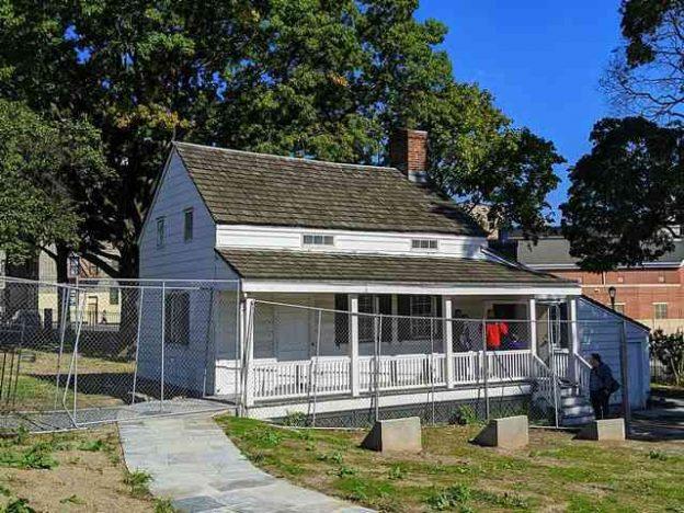 The Edgar Allan Poe Cottage (2)