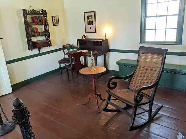 The Edgar Allan Poe Cottage (9)