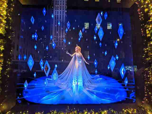 Frozen 2 at Saks Fifth Avenue (14)