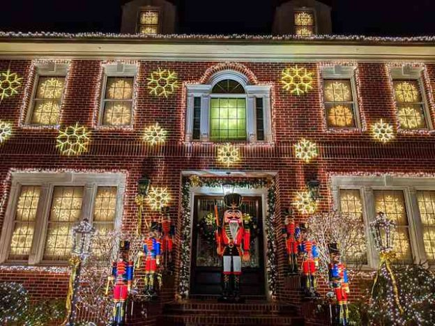 Dyker Heights Brooklyn NY Christmas Lights (5)