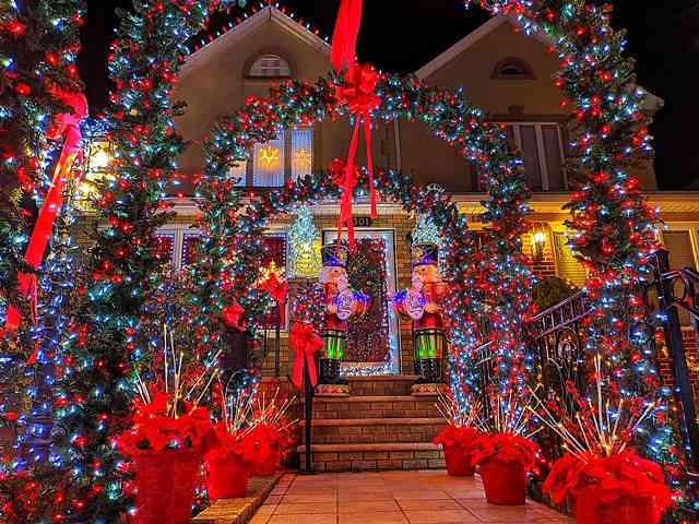 Dyker Heights Brooklyn NY Christmas Lights (8)