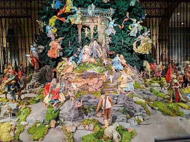 Metropolitan Museum Christmas Tree (4)