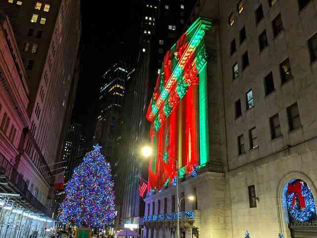 NYSE Christmas Tree Lighting (2)