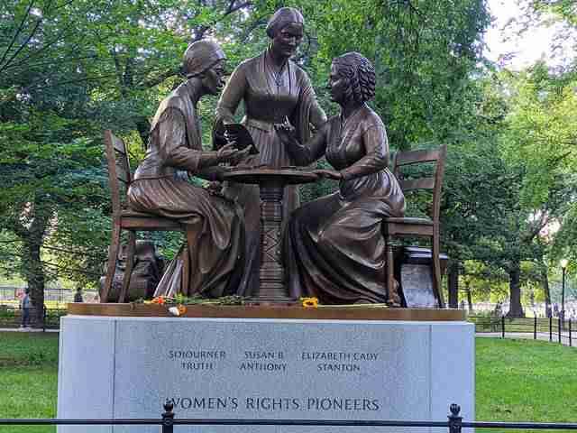 Women's Monument Central Park (1)
